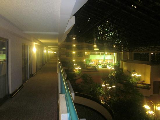 Melville Marriott Long Island: Inside Corridor