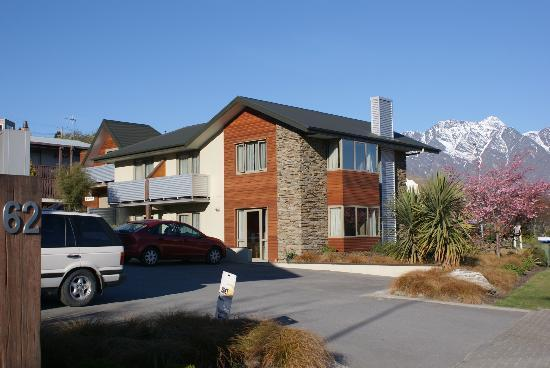 Queenstown Motel Apartments: Exterior