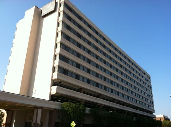 Poughkeepsie Grand Hotel: Hotel exterior