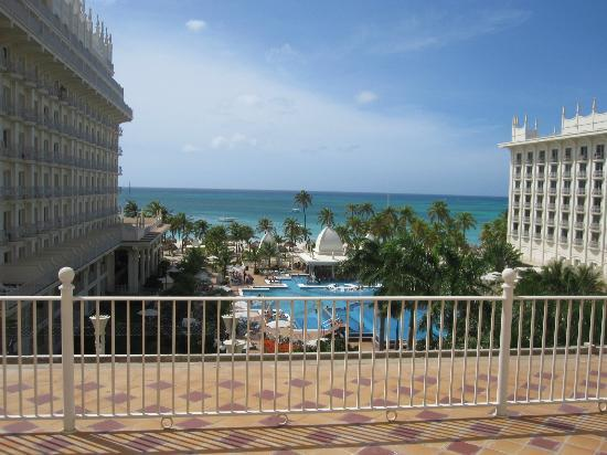 Hotel Riu Palace Aruba: View from the room during the day