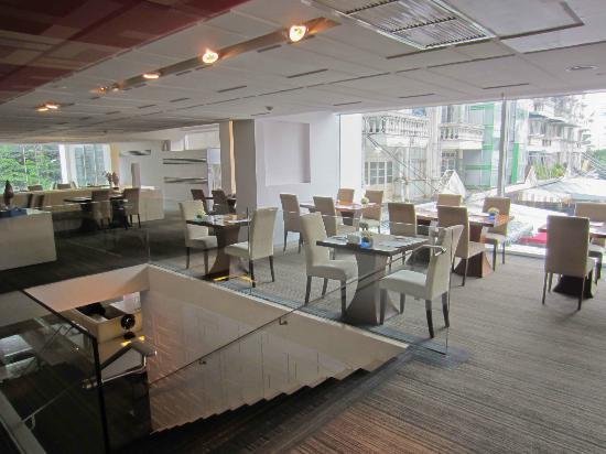Le Fenix Sukhumvit: Restaurant at Le Fenix