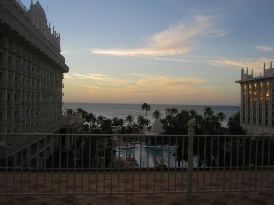 Hotel Riu Palace Aruba: View from the room at sunset