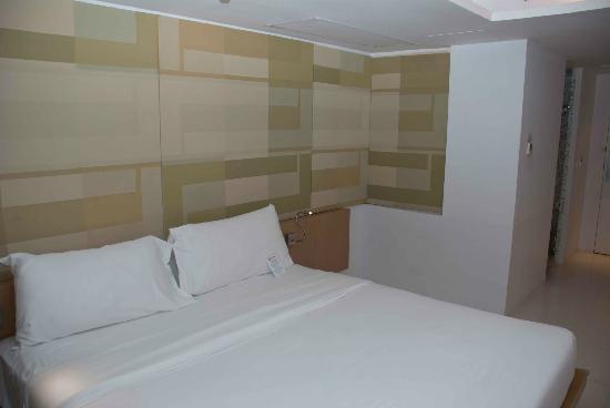 Le Fenix Sukhumvit: My room