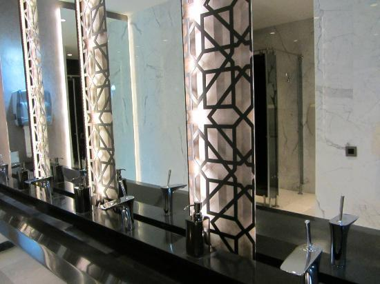 DoubleTree by Hilton Istanbul - Old Town: hotel bathroom
