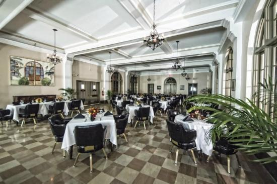 Wakulla Springs Lodge: dining room after hours