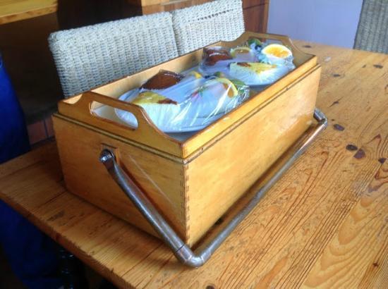 St. Orres: Breakfast delivered to the cottage
