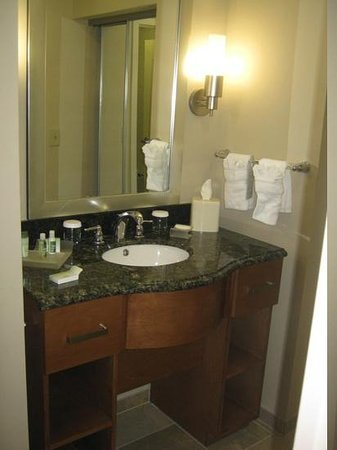 Homewood Suites by Hilton Cedar Rapids North: bathroom
