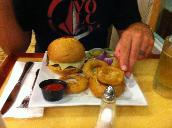 Courtyard Aguadilla: Hamburger and onion rings from the RB Restaurant