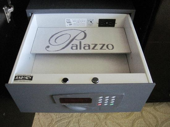 The Palazzo Resort Hotel Casino: In room safe with outlet! So smart!