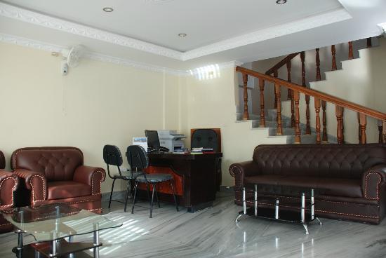 Hotel Family Home: lobby