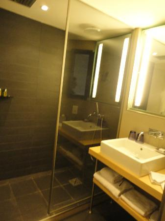 Sofitel Brussels Le Louise: Bathroom