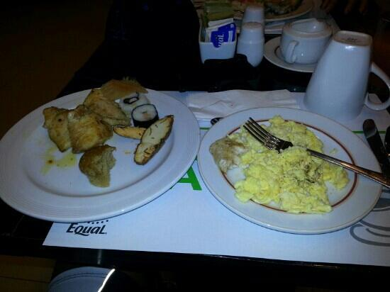 Holiday Inn Manila Galleria: Enjoying my buffet breakfast