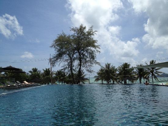 B-Lay Tong Phuket: Poolside