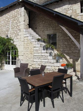 Loire Valley Retreat: Outdoor dining area