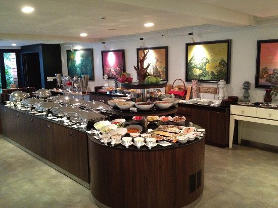 B-Lay Tong Phuket: Breakfast Buffet