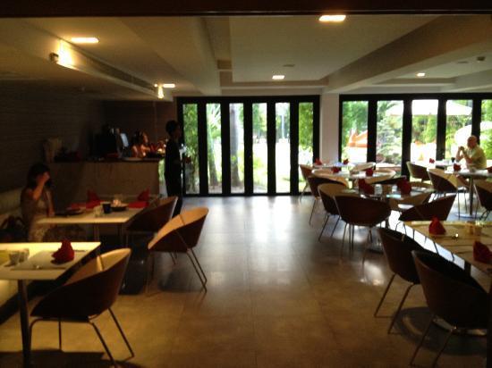 B-Lay Tong Phuket: Dining area