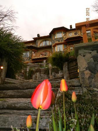 Lirolay Suites: frente del hotel desde la playa