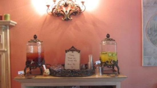 Cottage Grove Inn: Complimentary daily tea choices