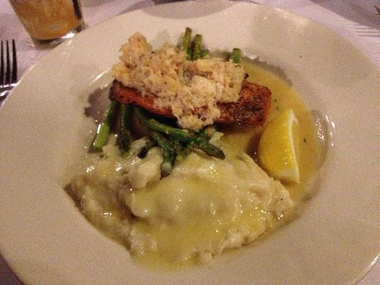 ‪‪Ocean View Lodge‬: Salmon Oscar at the cliff house :)