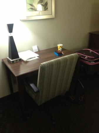 Hampton Inn Los Angeles / Carson / Torrance: Work desk