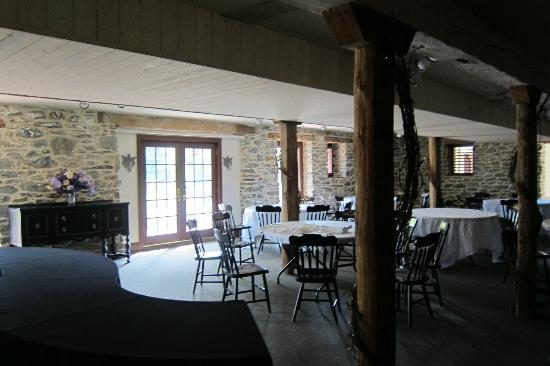 Pheasant Run Farm: banquet area