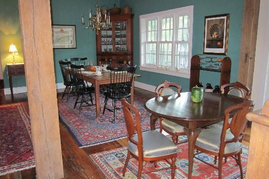 Pheasant Run Farm : breakfast dining area