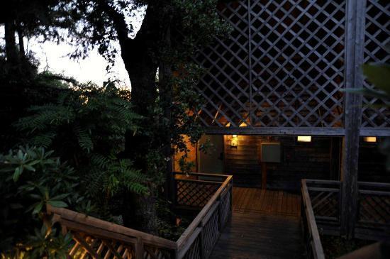 Ventana Big Sur, an Alila Resort: Entry to superior fireplace room