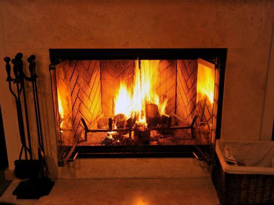 Ventana Inn & Spa: superior fireplace room namesake