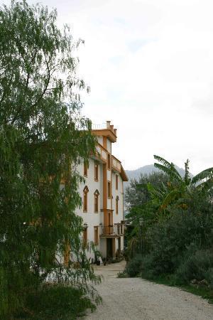 Rocca di Monreale: Hotel and driveway