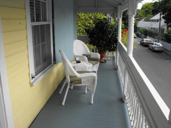 Angelina Guest House: Second floor balcony - surrounds the entire building
