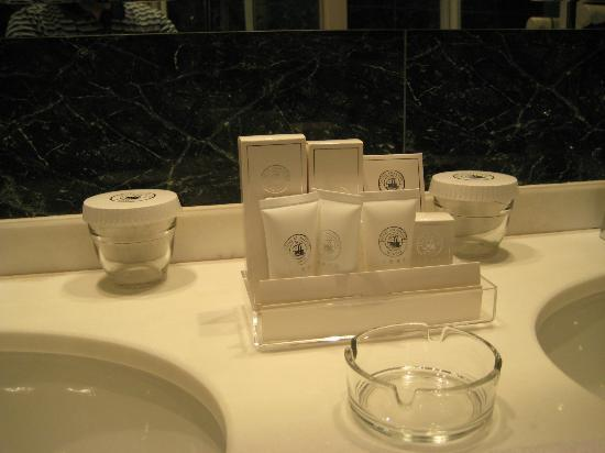 Hotel Atlantico: Full toiletries set