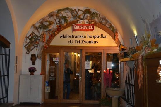 Malostranske hospudky U Tri Zvonku: Entrada del restaurante