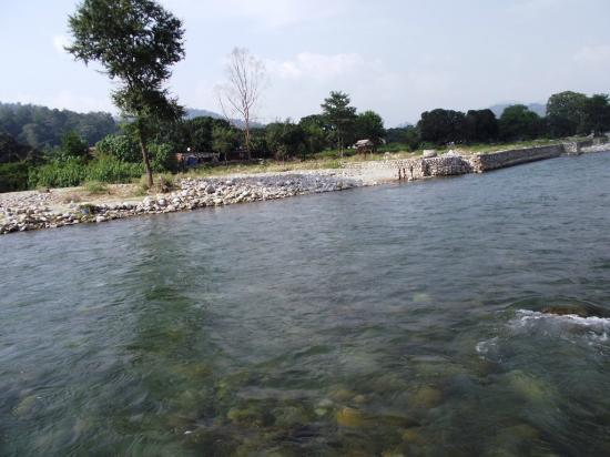 Jim Corbett National Park, India: River kosi view fromt he elephant top while entering the jungle