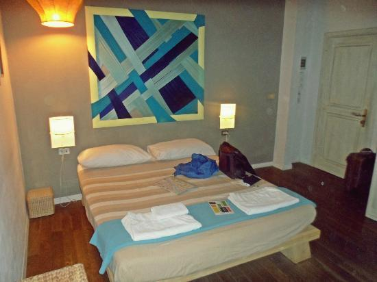 BBH Bed and Bed House Firenze: camera blu