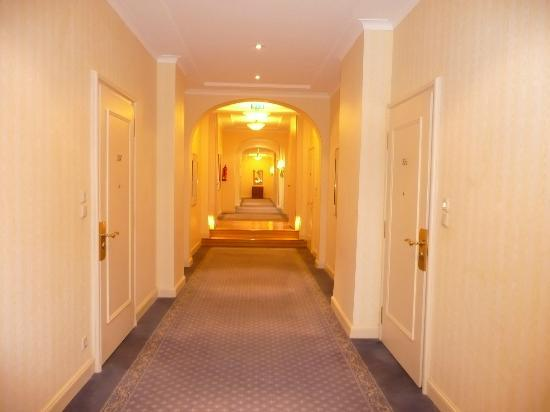 Hotel Nassauer Hof: 廊下