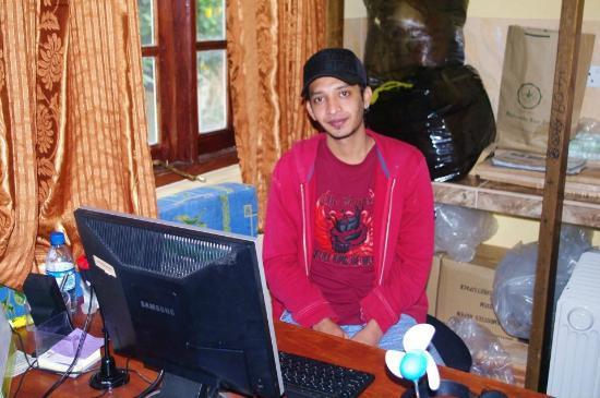 Hill View Bungalow: Le fils qui nous a accueilli super gentillement et toujours prêt à nous aider