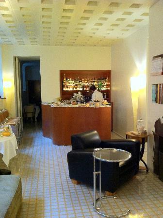 Petronilla Hotel: breakfast bar
