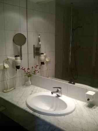 City Partner Hotel Alarun: Bathroom