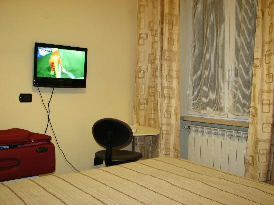 Villa Lanusei: Small TV.