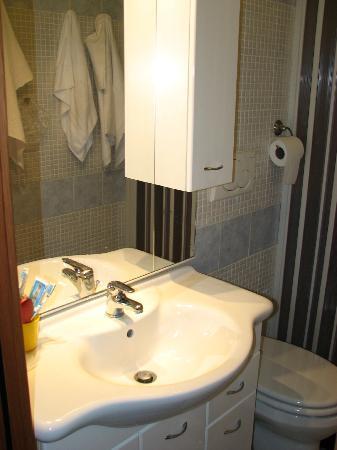 Villa Lanusei: Bathroom.