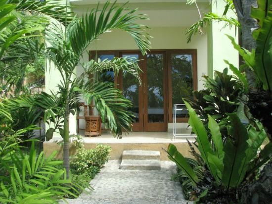 Rising Star Beach Resort: Vue extérieure de la chambre avec sa grande baie vitrée
