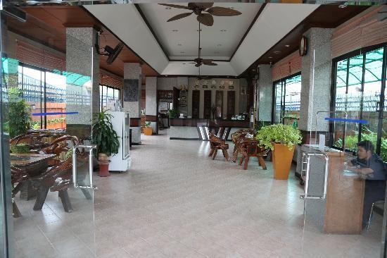 Citin Loft Hua Hin Hotel by Compass Hospitality: LOBBY