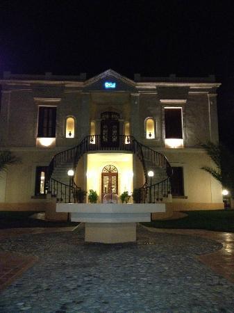 Halepa Hotel: Front