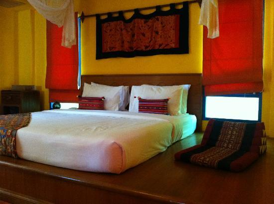 Lawana Resort: A large, very nicely decorated, the room.