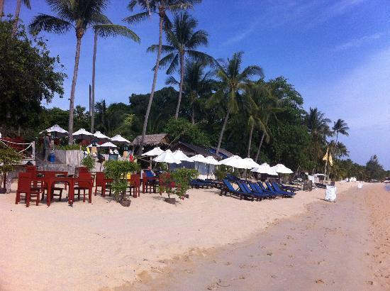 Lawana Resort: Beach and restaurant.