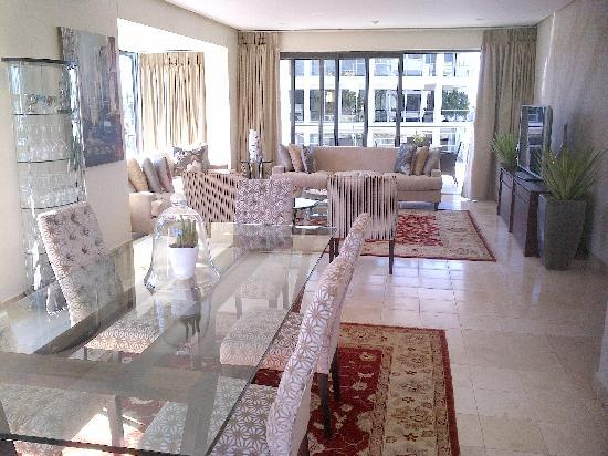 African Elite Properties: Lounge/dining area