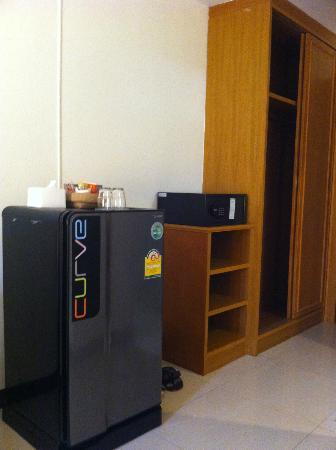Rafael Mansion Bangkok Airport: In the room, a large refrigerator and a safe.