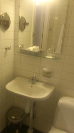Hotel City Gävle: The basic bathroom