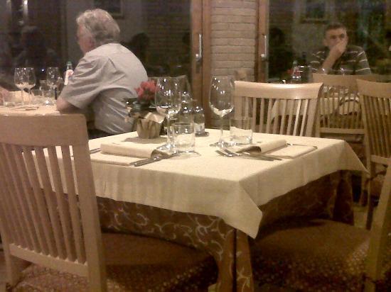 Trattoria El Brol : Un tavolo della sala principale