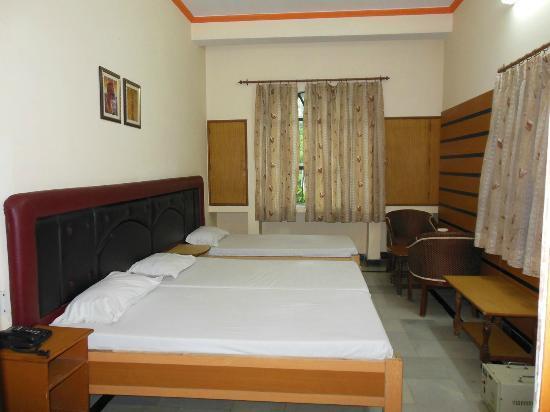 Hotel Taj Plaza: Triple Bedded Room.